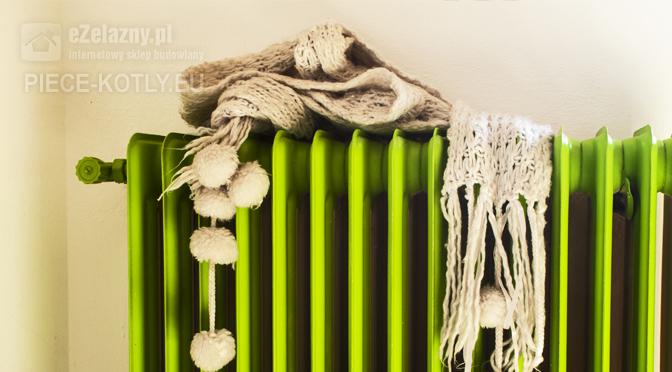 Zielony grzejnik podłoączony do instalacji z kotłem Defro